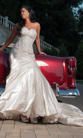 This Website Lets You Buy Used Once Pnina Tornai Vera Wang Lazarro And Other Designer Used Wedding Dresses Pnina Tornai Wedding Dress Preowned Wedding Gowns