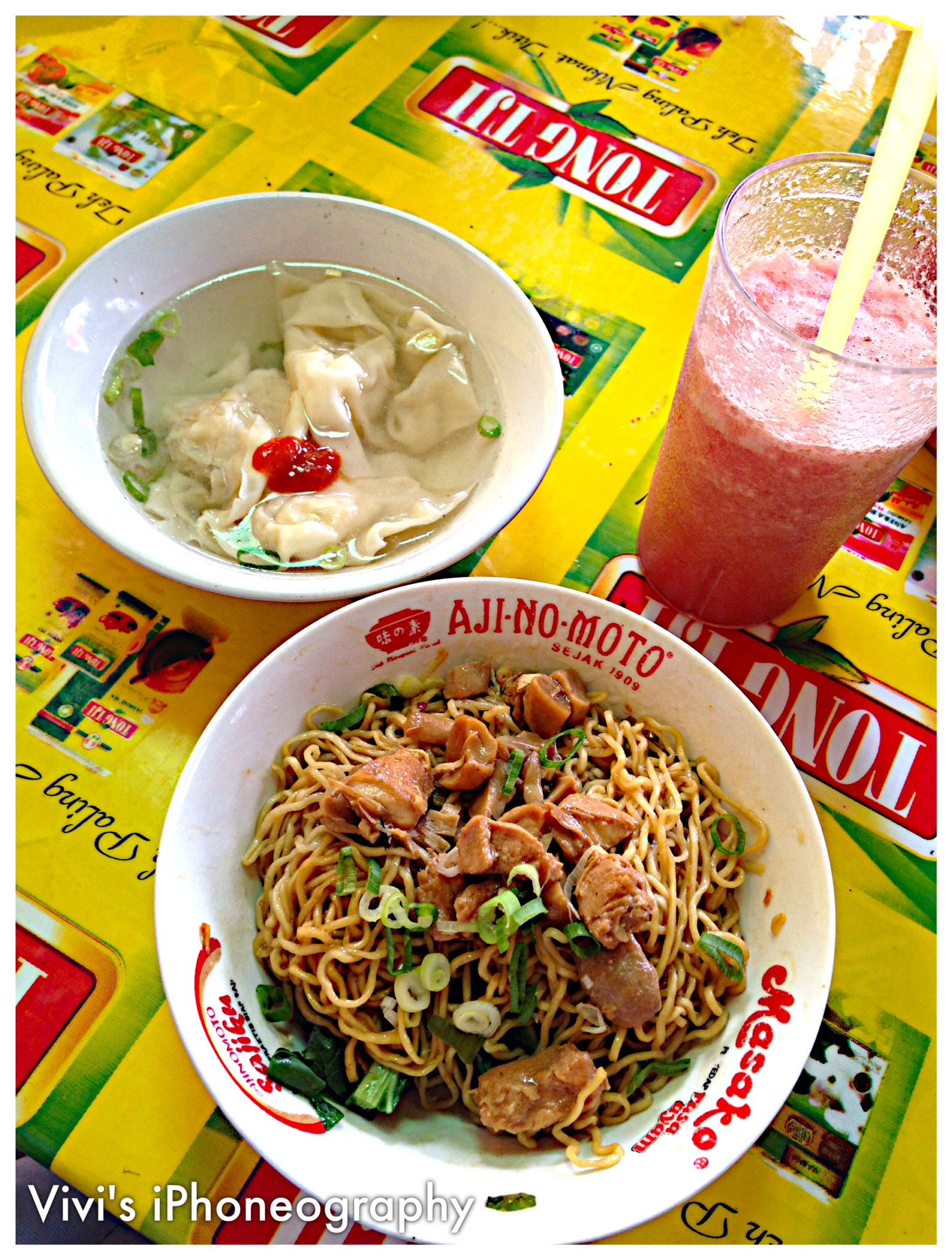 Mie Colot Yamin Manis Noodle Mix With Sweet Soy Sauce Cirebon Indonesia Copyrights Vivi Kembang Tanjoeng