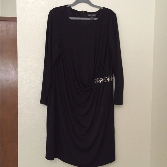 Jessica Howard 20w black cocktail dress Long sleeves ❤️ black formal dress with side ruching and crystal detail  worn once to cocktail event Jessica Howard Dresses Long Sleeve