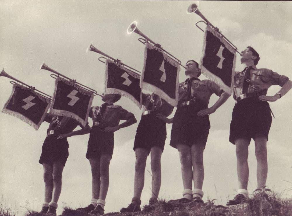https://flic.kr/p/mzL5Sc | Membres de la fanfare de la Hitlerjugend (jeunesses hitlériennes)