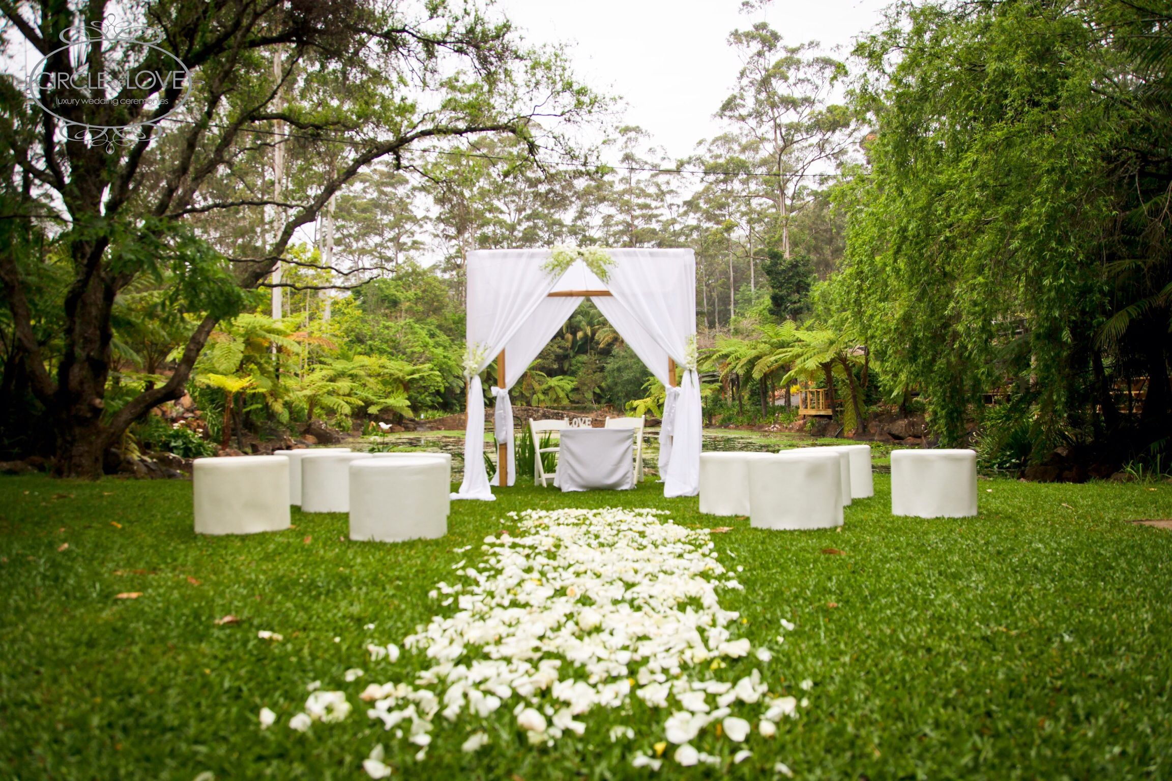 Garden wedding ceremony ideas garden wedding arch www for Garden design ideas gold coast