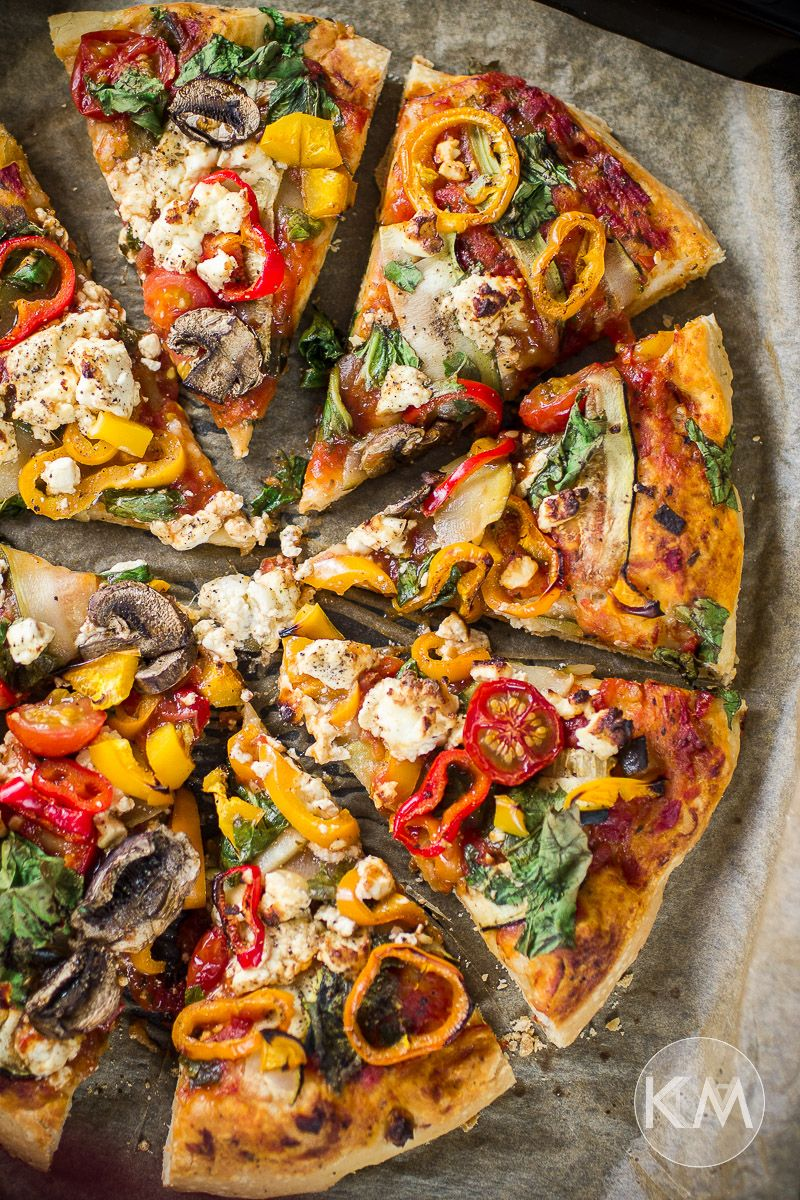 Veggie Pizza mit Schafskäse, Paprika und Champignons - Life Is Full Of Goodies #pateapizzafacile