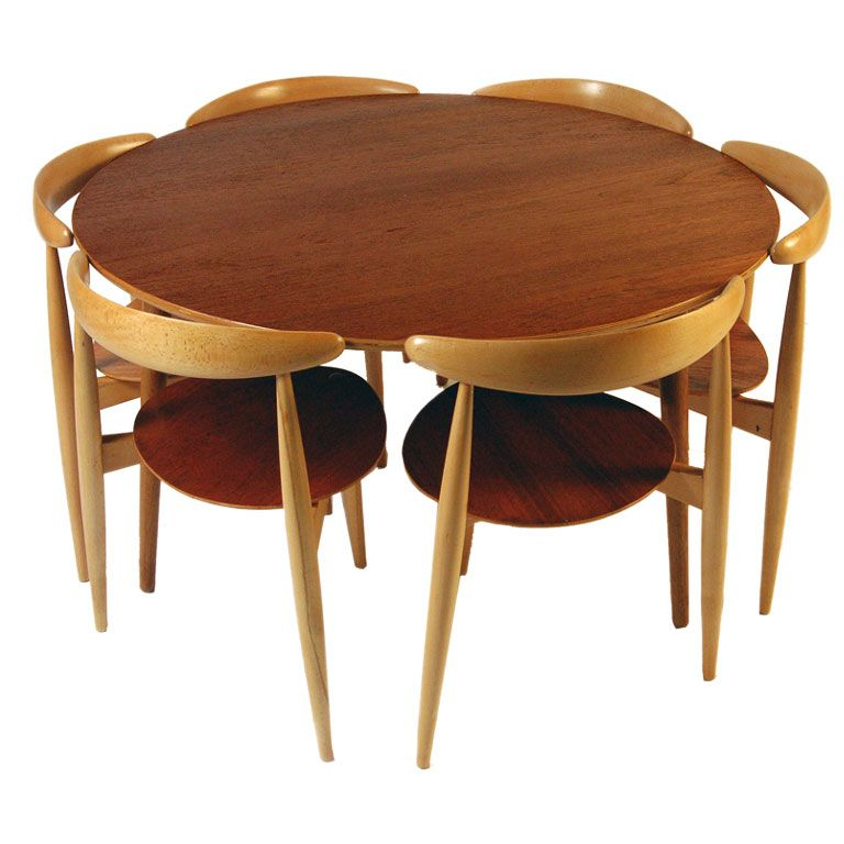 """""""Heart"""" Table and chairs by Hans Wegner"""
