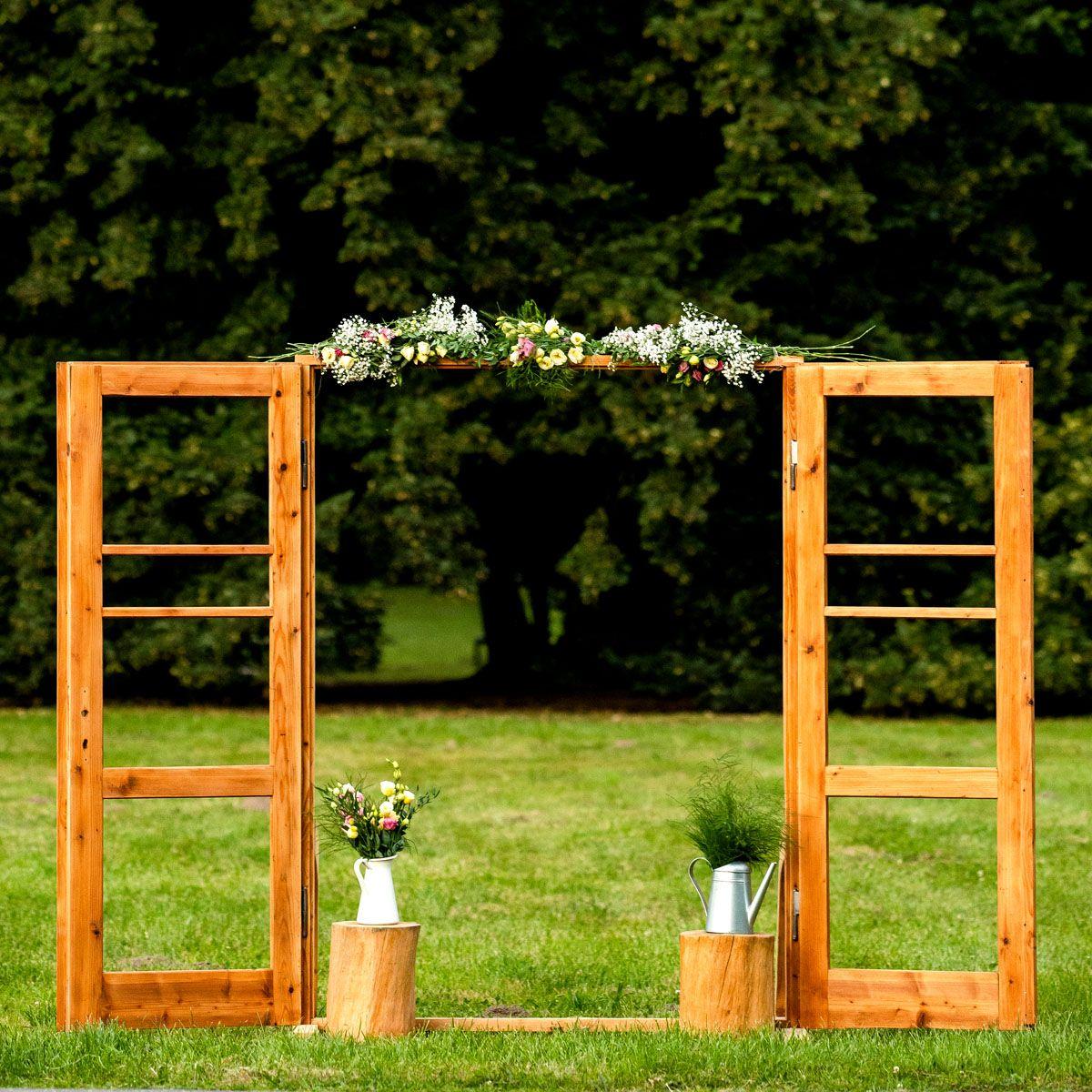Wooden door – Photo booth