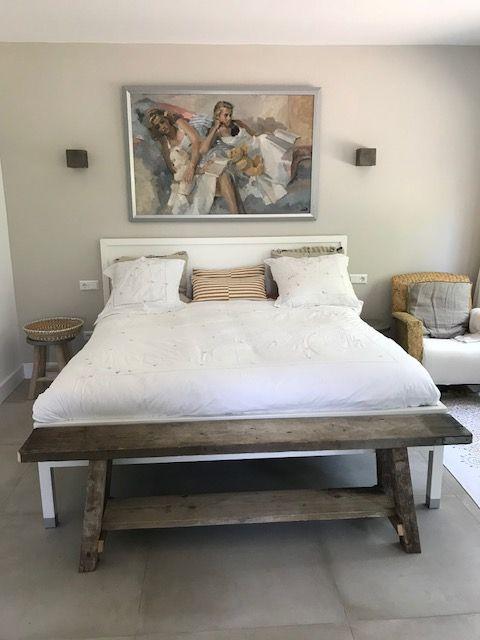 Sfeervolle slaapkamer met leuk zelfgemaakt bankje. | Bed en ...