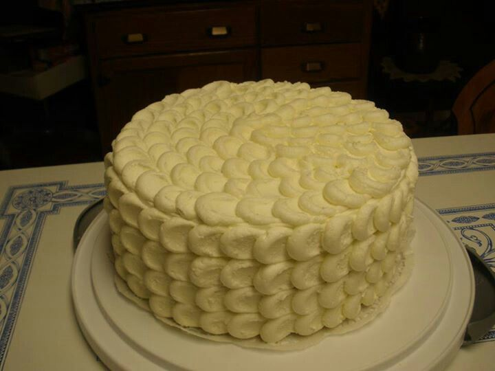 Almond buttercream cake