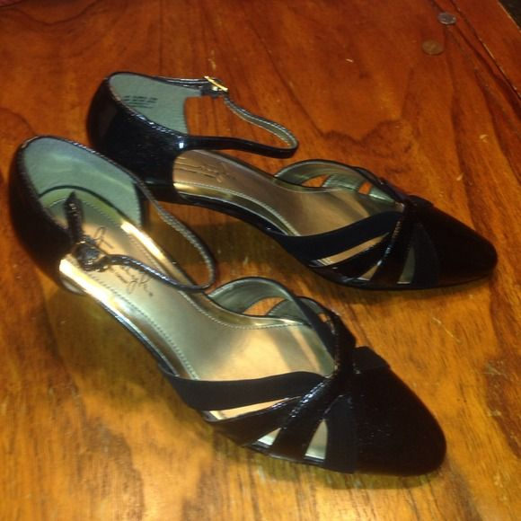 Women's Hush Puppies Shoes Size 7.5 Soft Style Melanie Black Patent/Suede shoe. Cross-cross pattern with a touch of holiday sparkle and adjustable buckle straps. Nearly new! Hush Puppies Shoes Heels