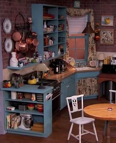 25 Things You Didn T Know About The Sets On Friends With Images