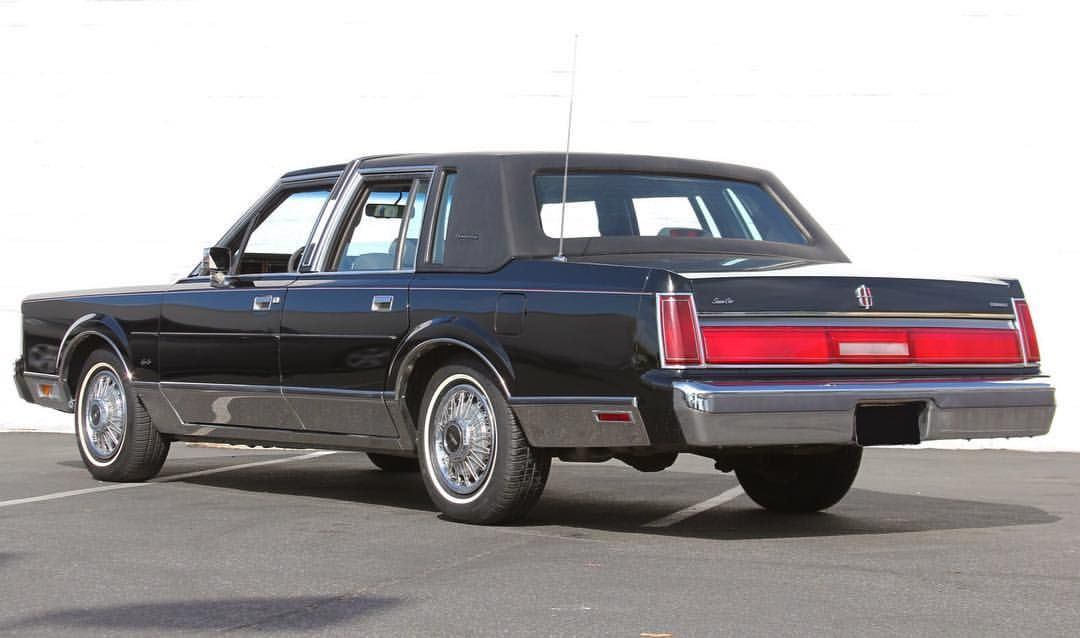 Lincolnmotorcar Showcase Badwf On Instagram 1985 Lincoln Town Car Signature Series Lincoln Towncar Lincolntowncar Signatur Schone Autos Autos Oldtimer