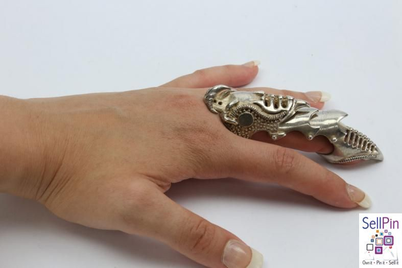 $195.00 : Claw Ring