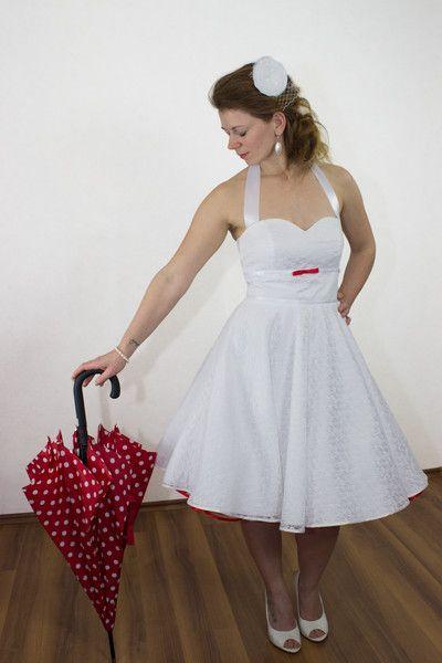 Brautkleider - Brautkleid weißer Spitzentraum rote Schleife - ein ...