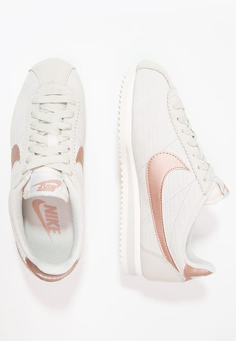 sports shoes 4153b 5b11d Chaussures Nike Sportswear CLASSIC CORTEZ LUX - Baskets basses - light  bone metallic red bronze sail beige  90,00 € chez Zalando (au 26 02 17).