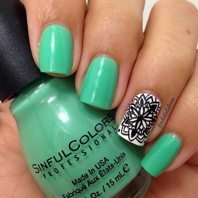 Green nails with black mandala accent nail.   Uñas   Pinterest ...