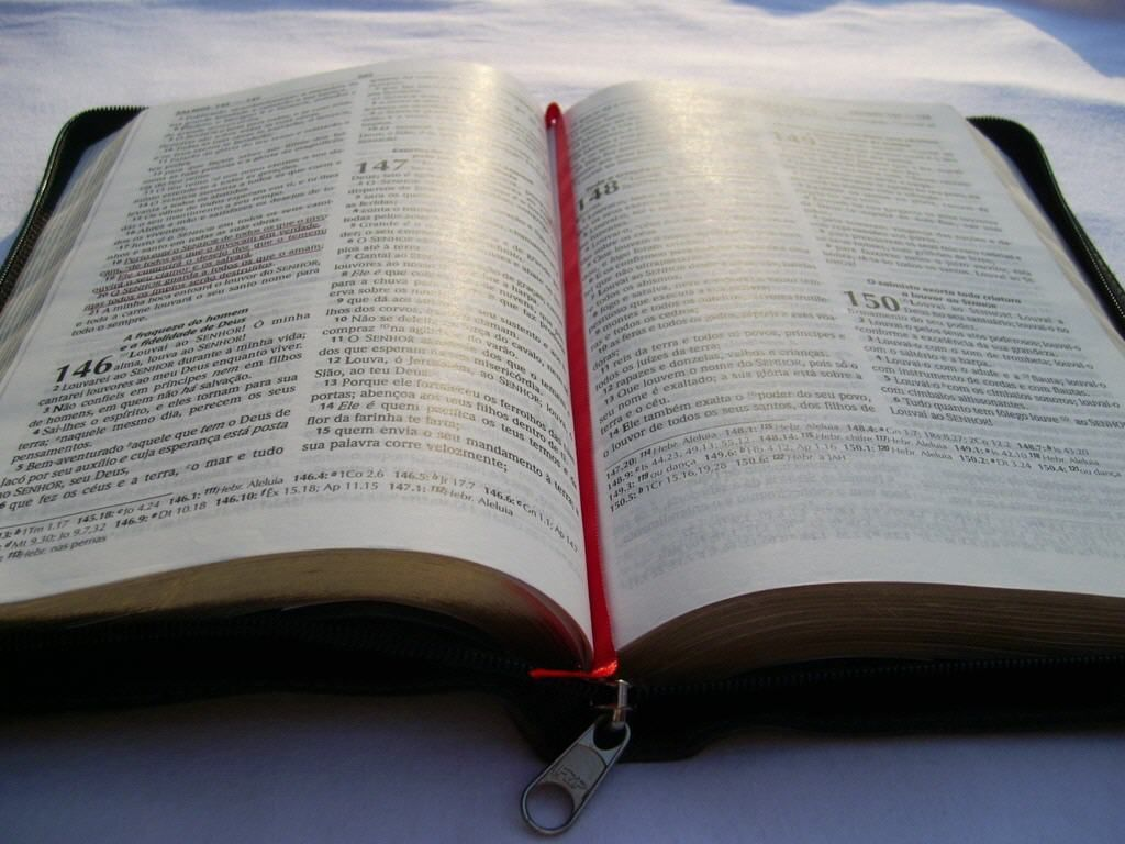Papel De Parede Biblia Aberta Wallpaper Para Download No Celular