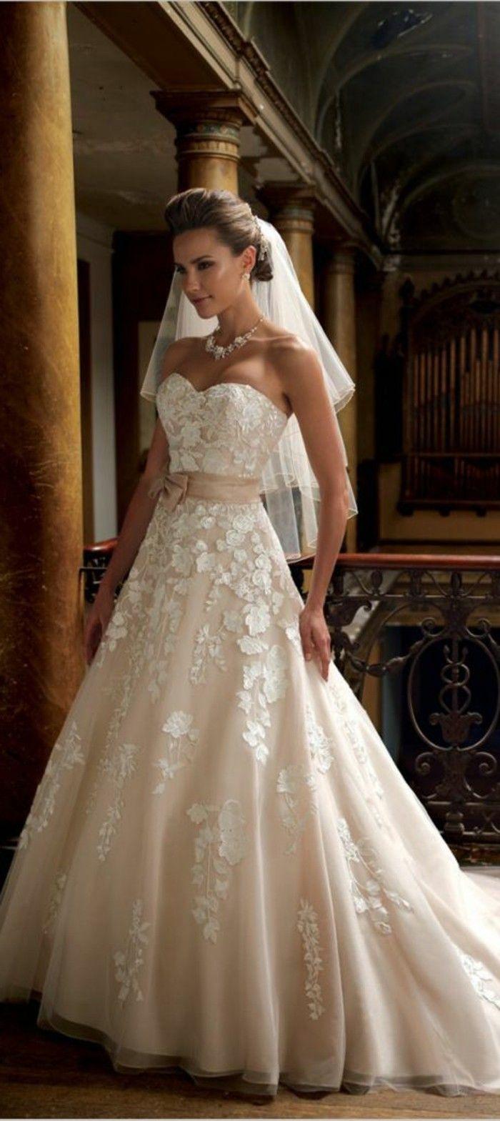 3ee5b6c6e07 Rosa Brautkleid für einen glamourösen Hochzeits-Look