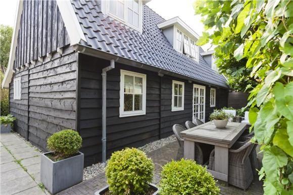 Huis Buitenkant Tuin En Terras Donkere Huis