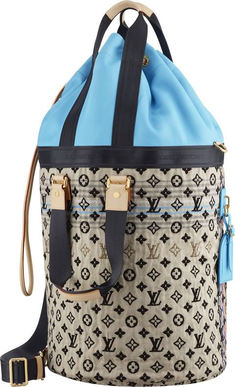 a2bec254a580 ~Louis Vuitton Spring Summer 2010 G-Dragon s Bleu Gypsy Bag