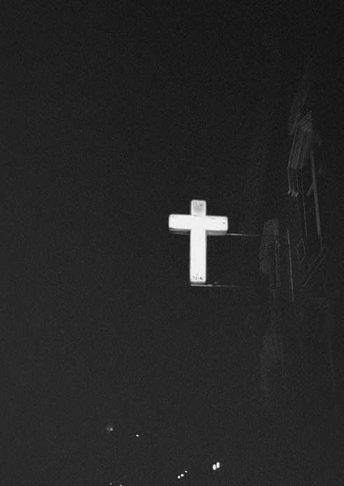 Crossed Jesus Saves Its A Sign Illumination Cross Crucifix Black White Www Republicofyou Jesus On The Cross Cross Wallpaper Christian Wallpaper
