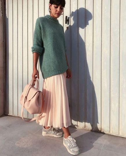 The Unexpected Shoe Style Fashion Girls Are Wearing With Skirts – Fall/Winter Fashion