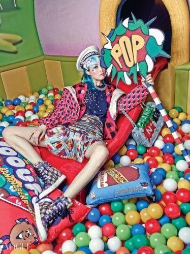 캔디 컬러들로 가득한 올가을 팝아트 패션 | Vogue.com