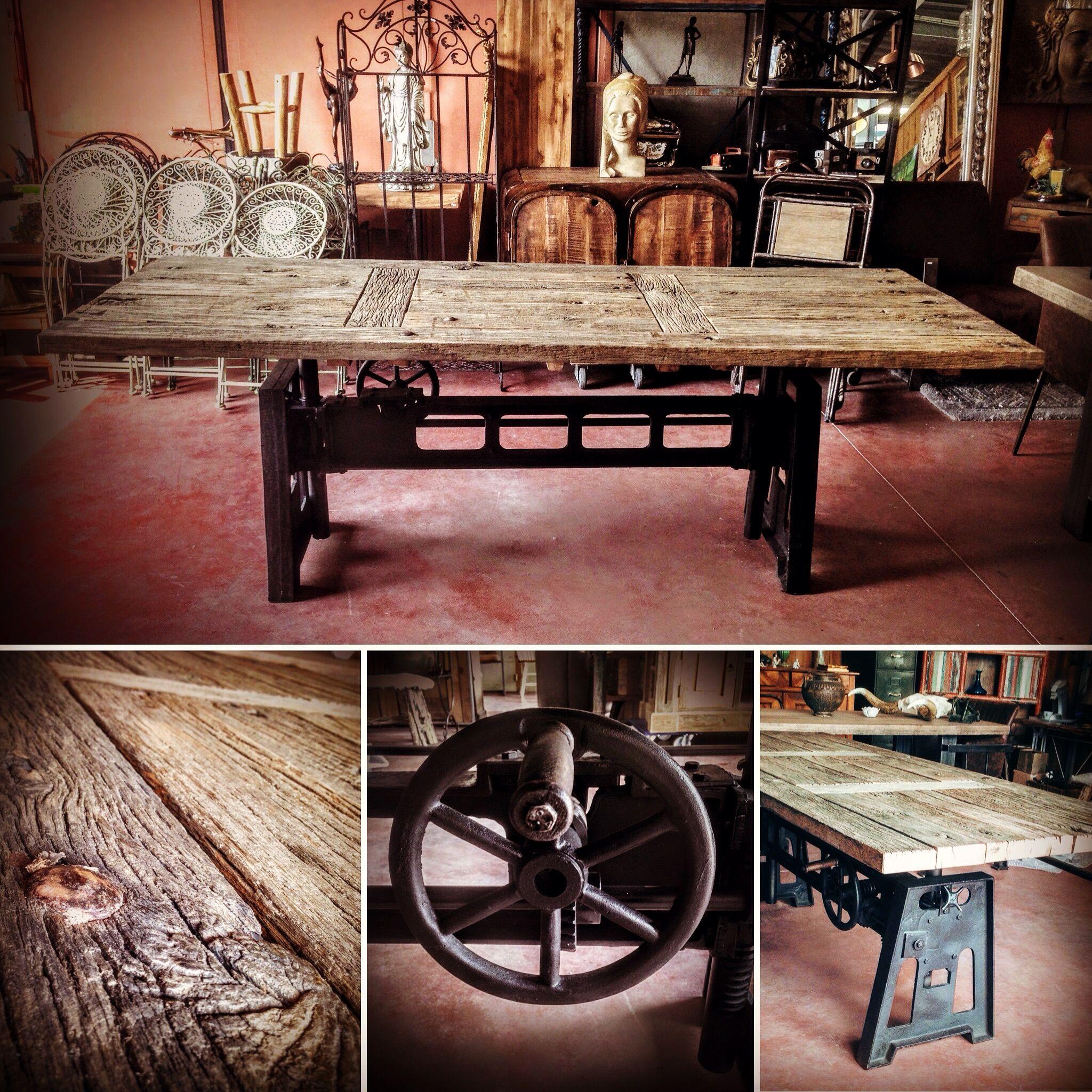 Table Elevatrice Pied Carre En Fonte Bois Metal Style Industriel Creation Sur Mesure Bords Irreguliers Da Table Elevatrice Bois Metal Pied Table Industriel