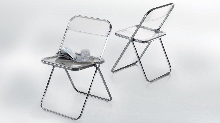 Handy chair by Scavolini. The Handy folding chair has chromium-plated metal frame. The seat and back are in clear polycarbonate. #Scavolini #Tables #Chairs #Stools