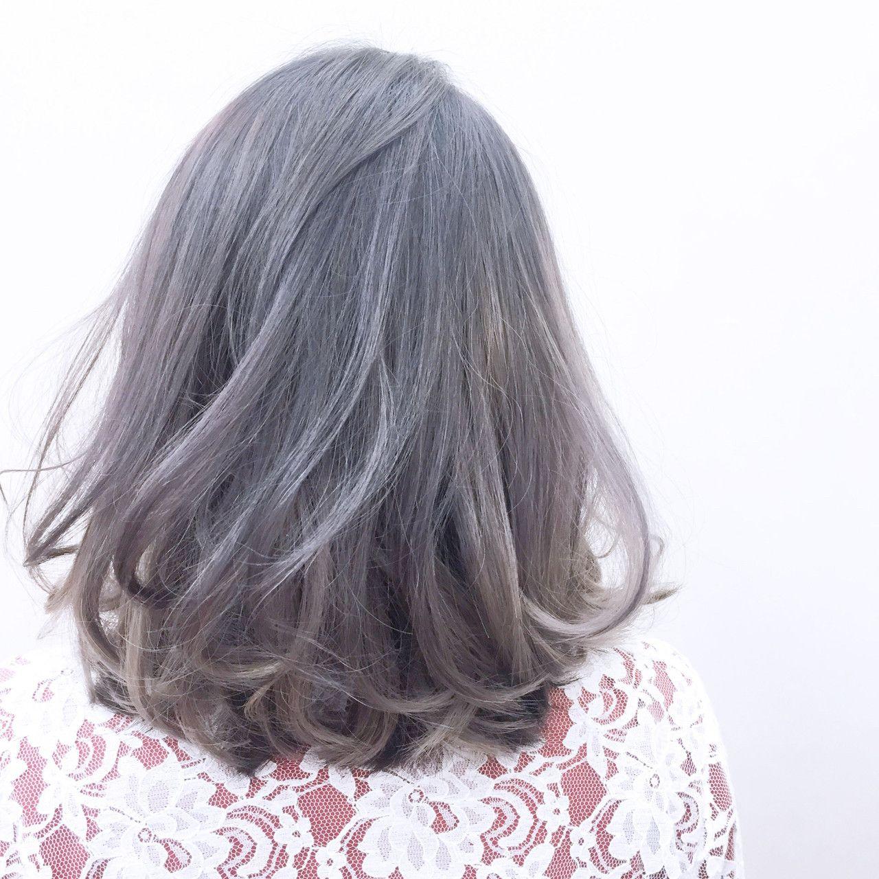 ハイトーンのラベンダーグレー 髪色 グレー ヘアスタイリング
