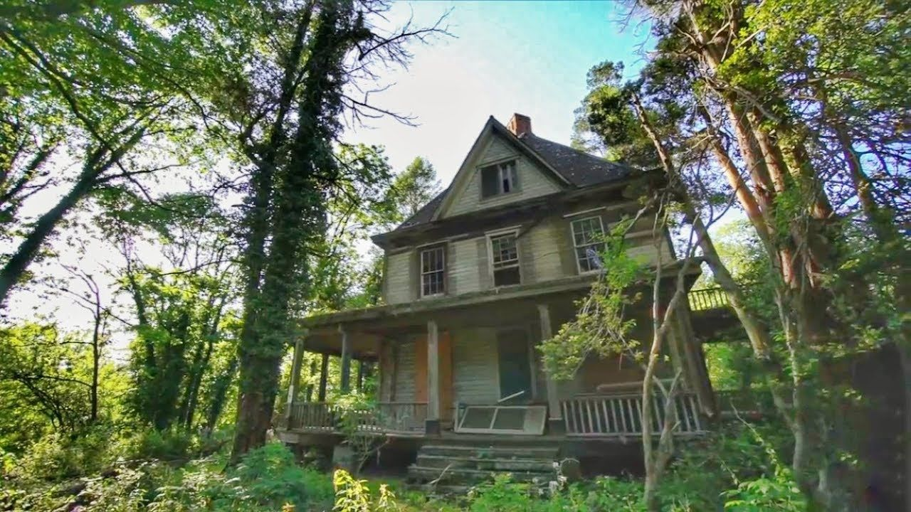 Abandoned ADDAMS FAMILY MANSION - Found CREATURES in the