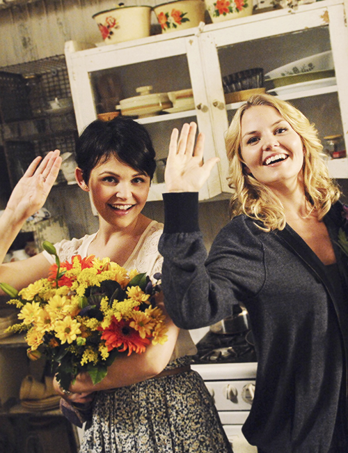 ginnifer goodwin amp jennifer morrison ouat behind the