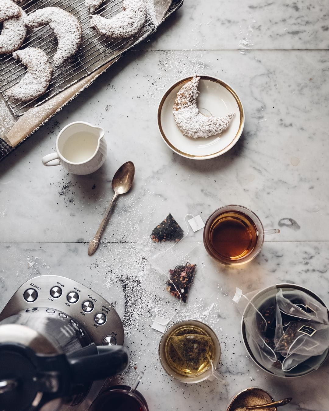 [ #ad ] Coffee & Tea are first cousins...so join me for a Tea focused adventure. Nothing better than a hot cup to sip on for these cold winter days! . During my endless coffee exploration I discovered that @MrCoffee caters to the coffee obsessed AND Tea obsessed.There is no better time than this winter season to try out a few tea recipes with my new Mr. Coffee Hot Tea Maker and Kettle.Please note that I am not cheating on coffee...we have just agreed to date other people ;-)
