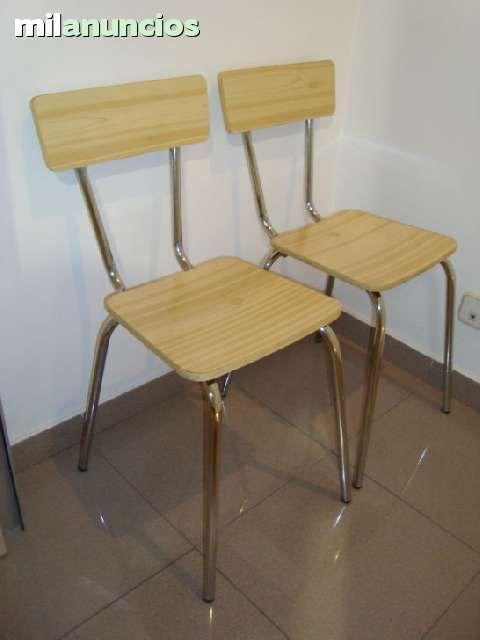 Pareja de sillas de cocina vintage en color beig patas cromadas ...