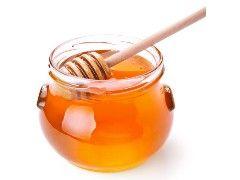 Miel : Intérêt nutritionnel Meilleur que le sucre. Le miel a un pouvoir sucrant supérieur à la saccharose (sucre). Son indice glycémique est très élevé c'est-à-dire qu'il pénètre en grande quantité et très rapidement dans le sang. Le miel a l'avantage d'être moins calorique que le sucre mais il est très dense donc il faut l'utiliser avec modération (80 kcal dans 1 cuillère à soupe).