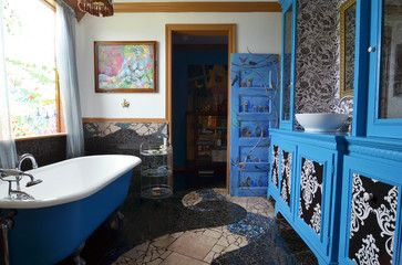 Weird, but I dig it.  Mansfield, TX: Mary & Eddie Phillips - eclectic - Bathroom - Dallas - Sarah Greenman