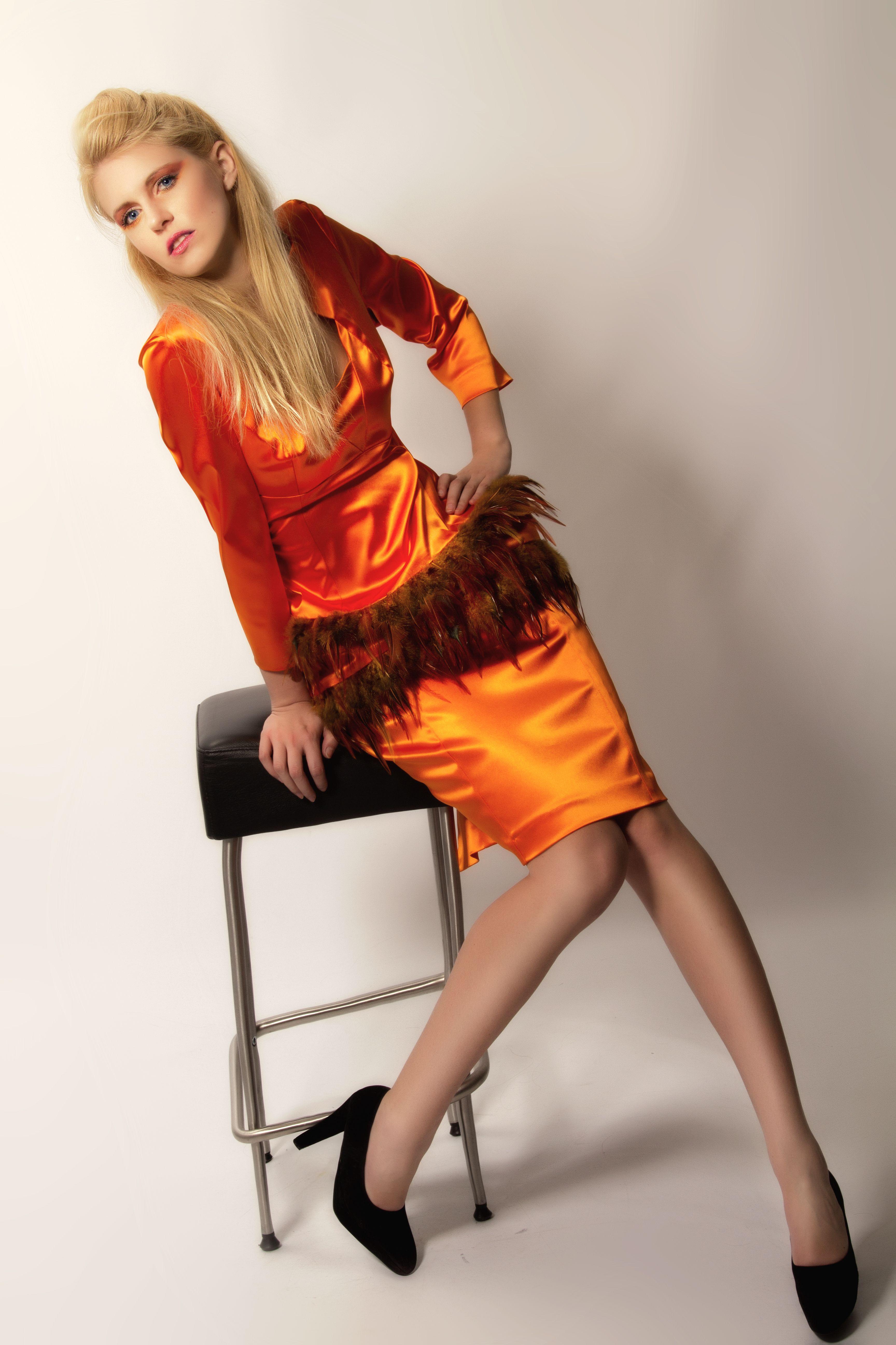 Simone Weghorn - Modedesign; Vogelfrei; Etuikleid, langärmelig ...