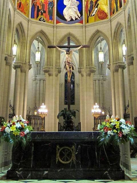 Catedral De La Almudena Viendo Madrid España Madrid Ciudad Y Imágenes Religiosas