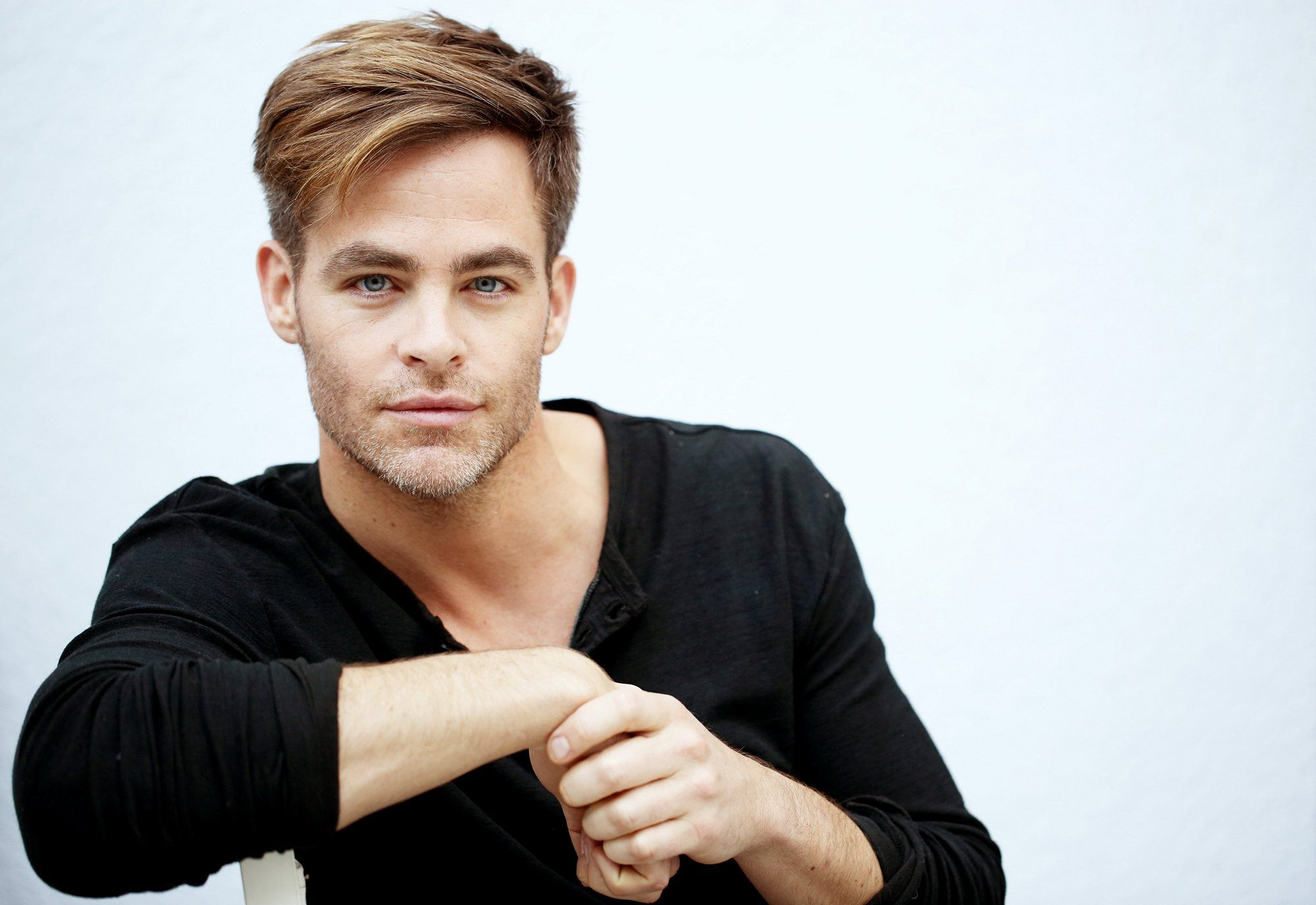 chris pine gif hunt