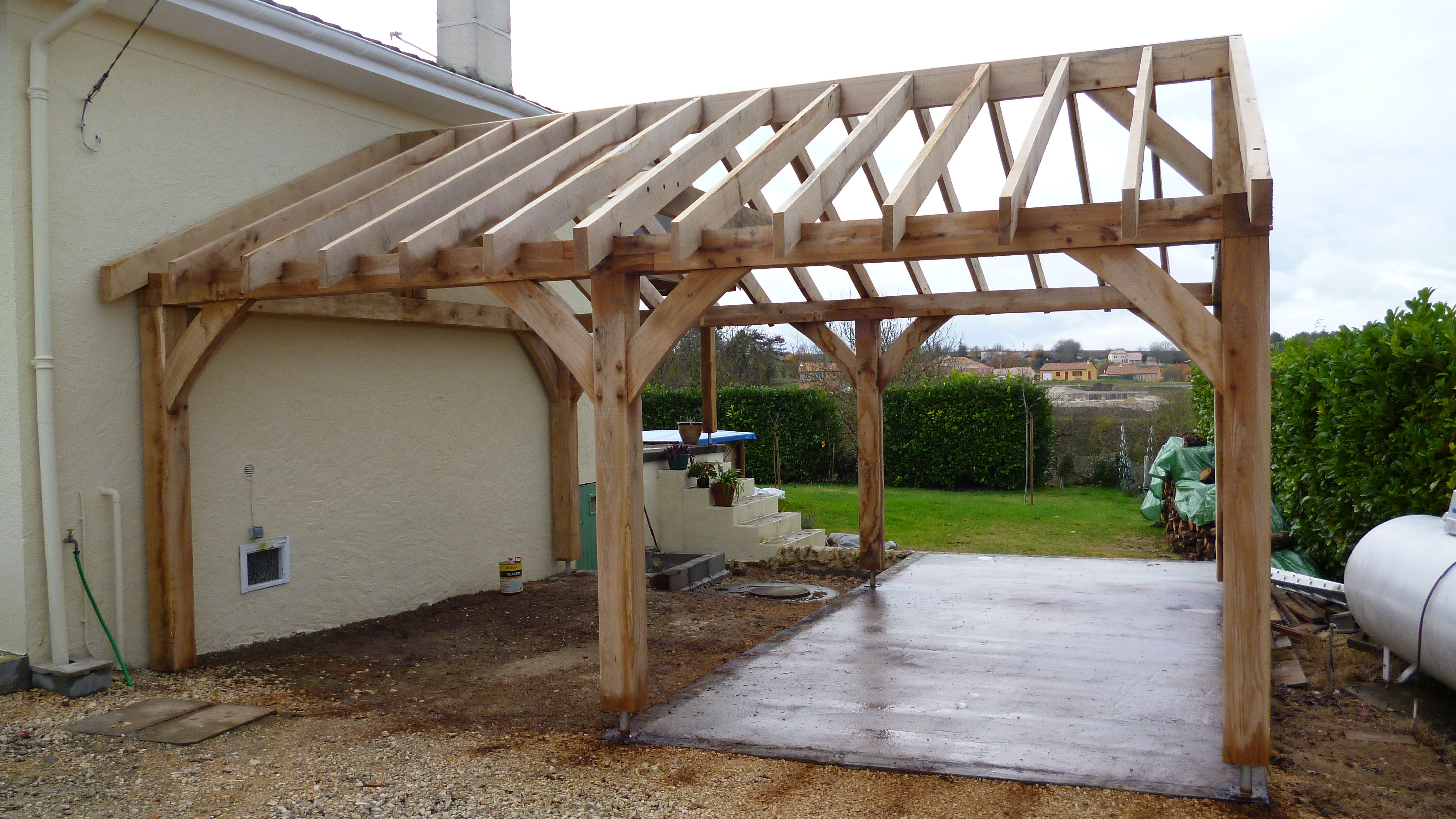 Oak car port in Dordogne Oak Timber Framing & Carpentry