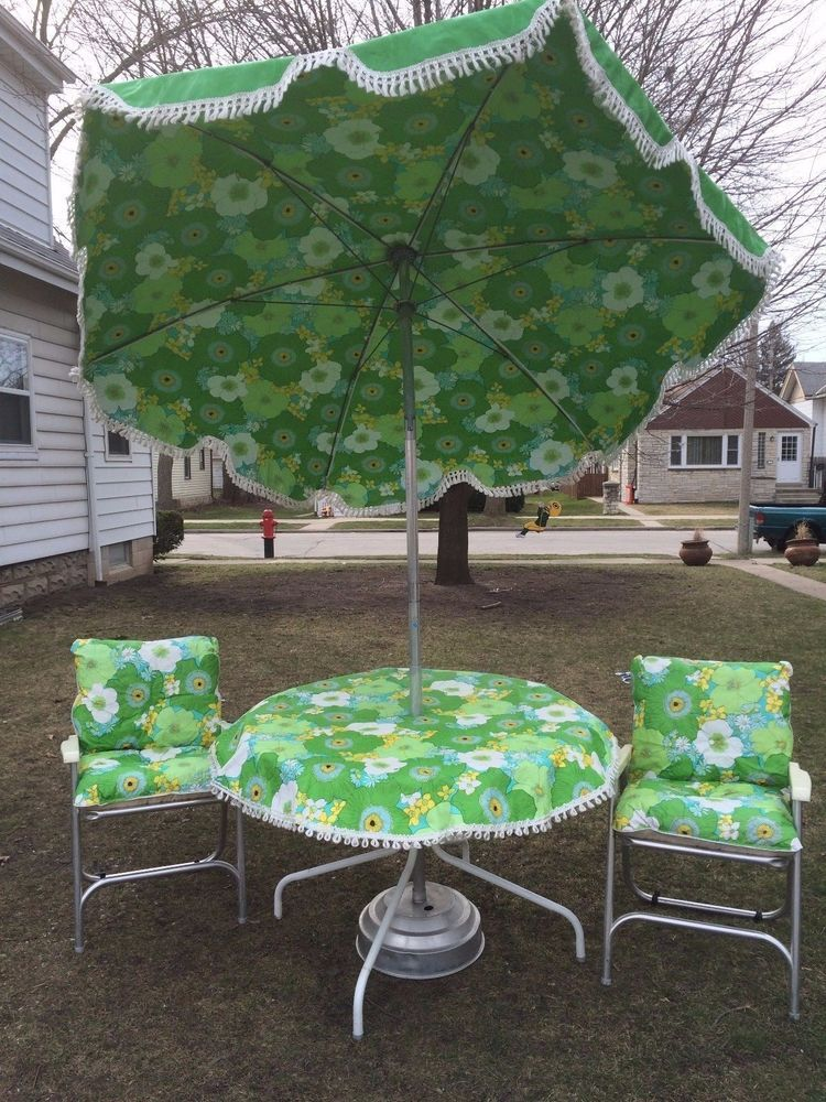 Vintage Mid Century Floral Patio Set 7u0027 Umbrella 2 Chairs W Original  Cushions | EBay