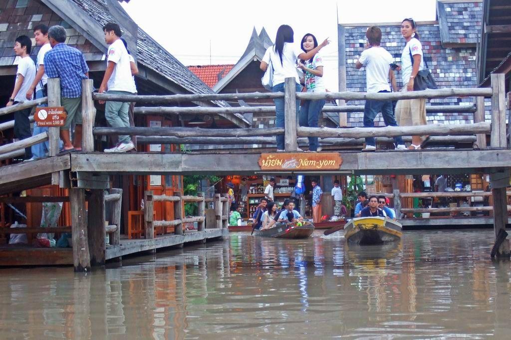 Floating Market in Pattaya Thailand Single Urlaub