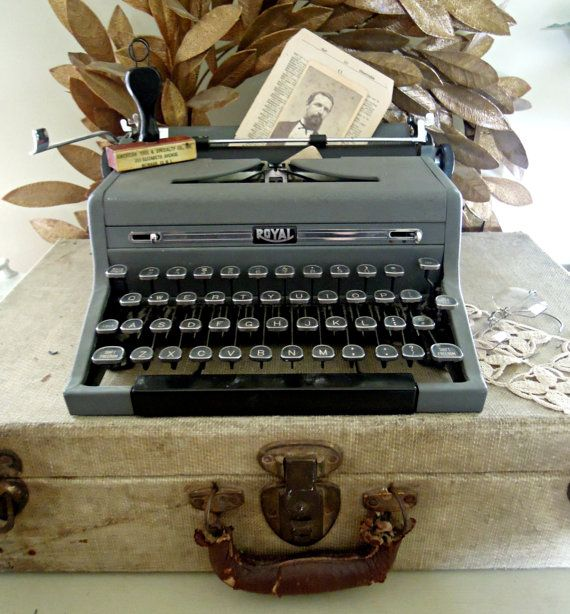 Vintage Royal Quiet De Luxe Typewriter by AloofNewfWhimsy on Etsy