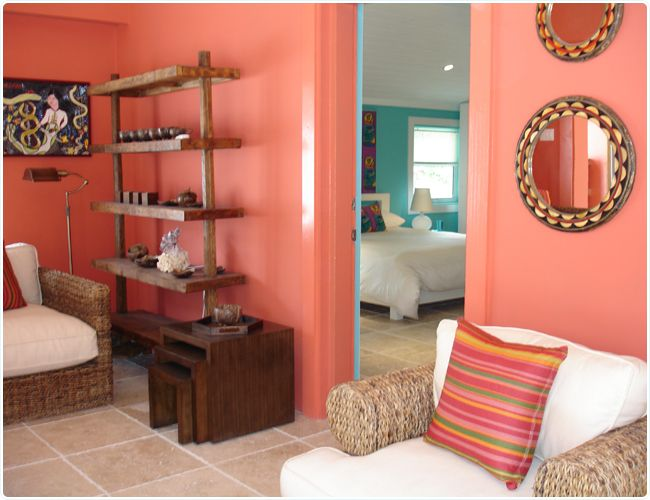 Coral room coral walls with tan bedding turquoise aqua for Coral walls living room