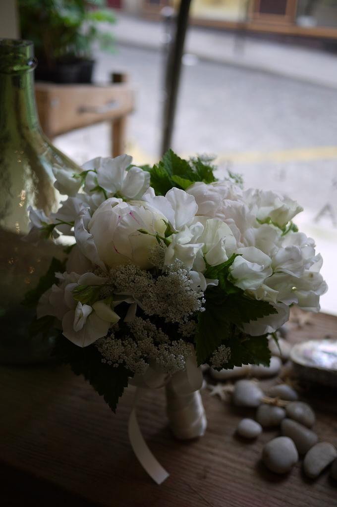 pivoine freesia pois de senteur bouquet de mariee pinterest bouquet mari e bouquet et. Black Bedroom Furniture Sets. Home Design Ideas
