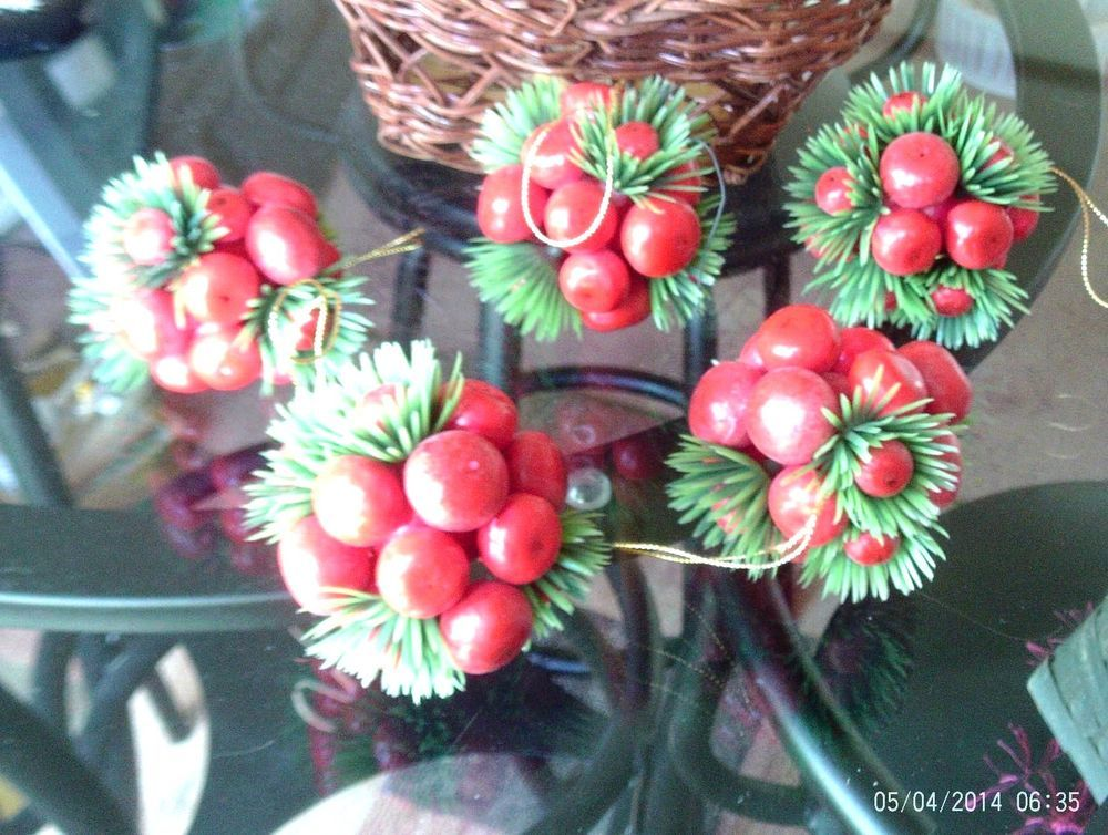 5 VINTAGE ANTIQUE RARE HOLLY BERRY BALLS CHRISTMAS ORNAMENTS MISLTOE BELLS
