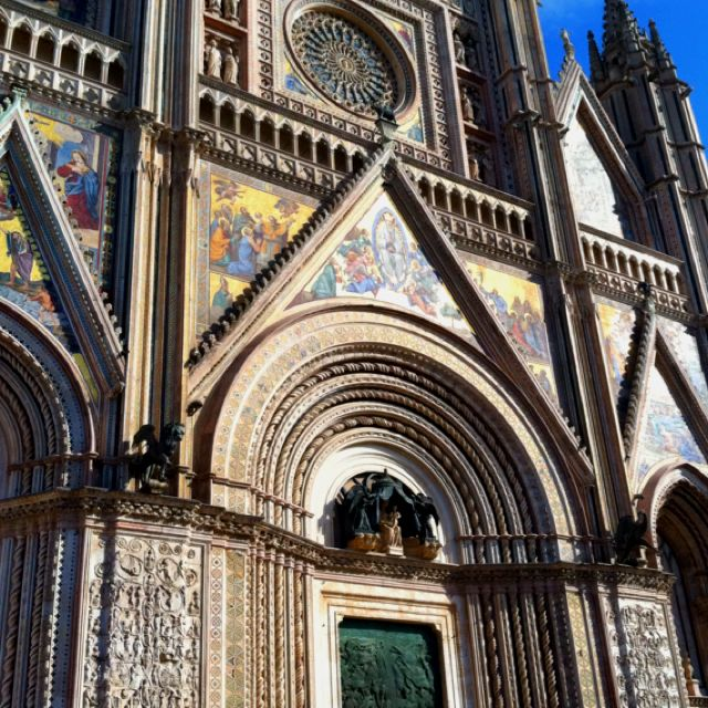 Orvieto, Italy.... Cutest Small Town Surrounded By City