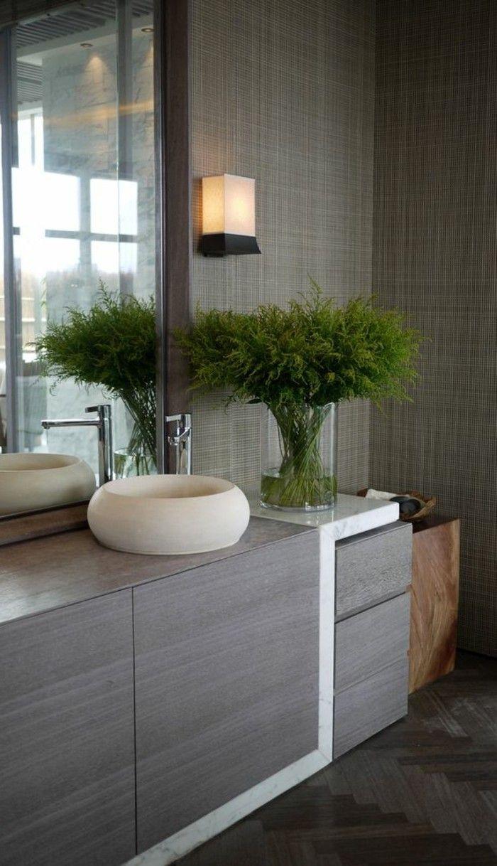 Badezimmer Deko In Grau Mit Einer Grunen Pflanze In 2020 Badezimmer Deko Badezimmer Accessoires Set Kleines Bad Dekorieren