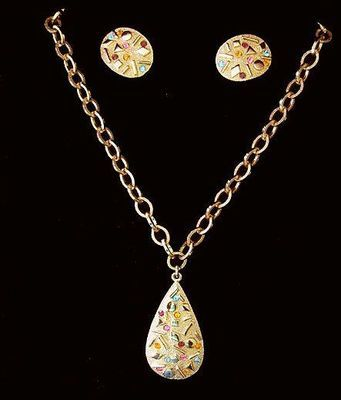 Gorgeous vintage Sarah Coventry Pendant Necklace & Earrings