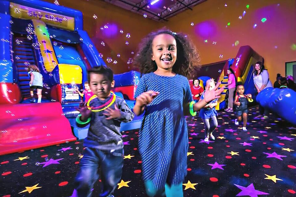 Indoor Party Spots With Mega Playgrounds For Nj Kids Birthdays Mommy Poppins Things To Do With Kids Kids Party Venues Birthday Party Places Kids Birthday Party Places
