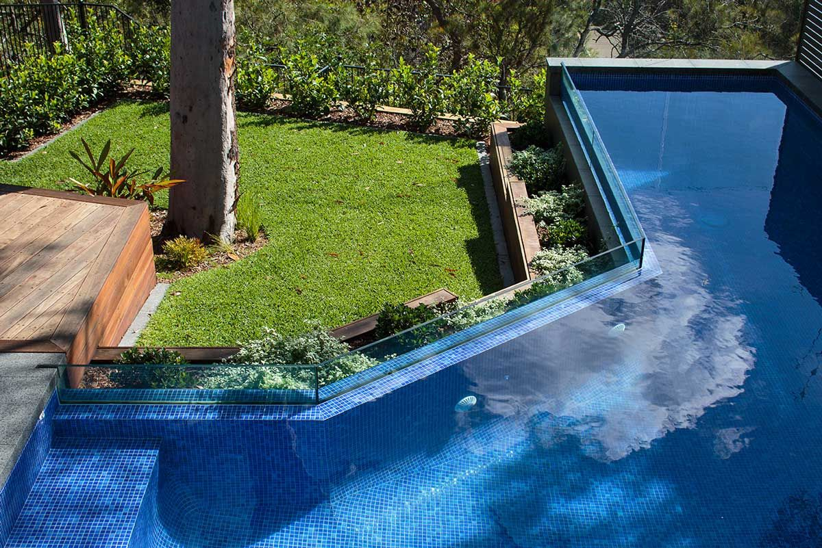 St Ives Infinity edge swimming pool 13274   Glass blade ...