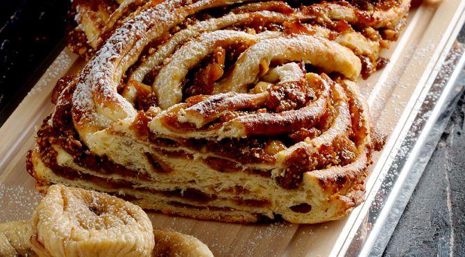 ضفيرة البريوش بالتين من الشيف حوري ه زن ون Pastry Recipes Desserts Fatafeat
