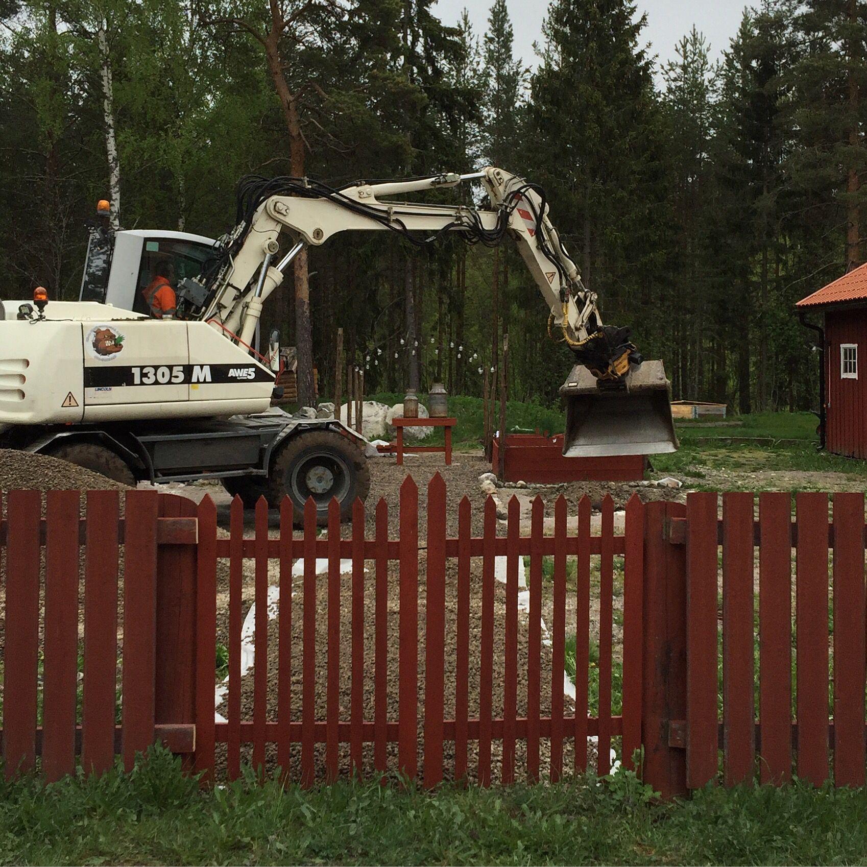 Grävhjälp för att göra olika delar i trädgården.